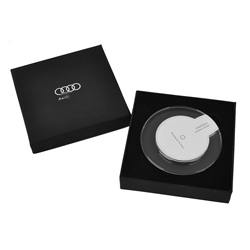 http://mllipin.com/奥迪无线充礼盒套装  手机充电器定制企业LOGO