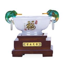 http://mllipin.com/聚宝盆工艺摆件高档商务礼品周年庆典会议纪念礼品公司